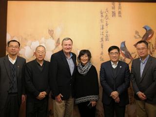 周边中心研究员刘军接待了来访的斯坦福大学教授卡尔•温弗雷德•艾肯伯里(Karl W. Eikenberry,中文名艾江山)