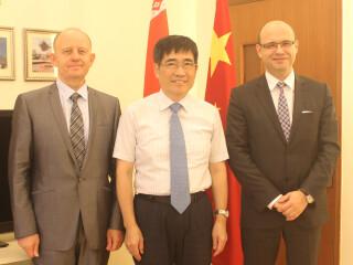 白俄罗斯新任驻华大使鲁德访问我校