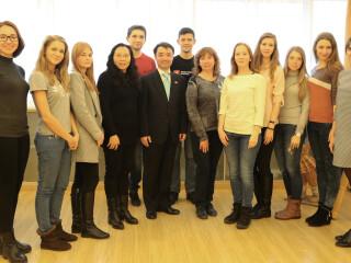 圣彼得堡国立经济大学师生一行到访俄中心