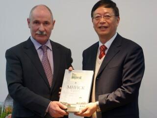 白俄罗斯驻华大使率团访问我院